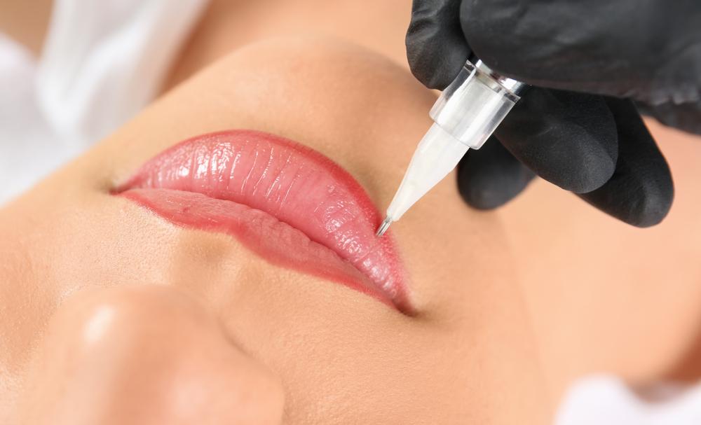 Перманентен грим на устни